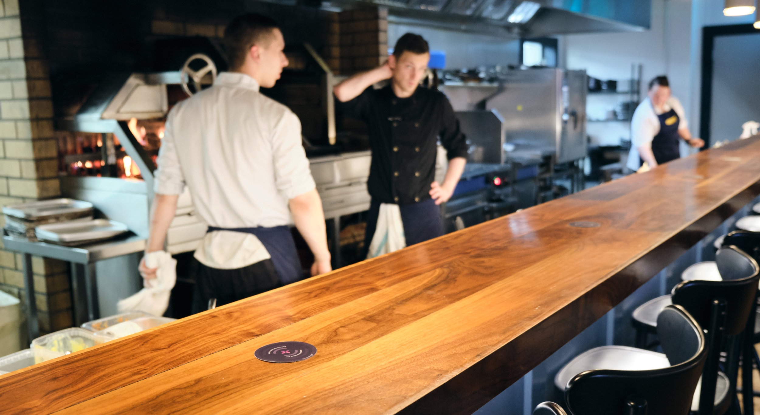 Chargifi SmartSpots on a restaurant bar